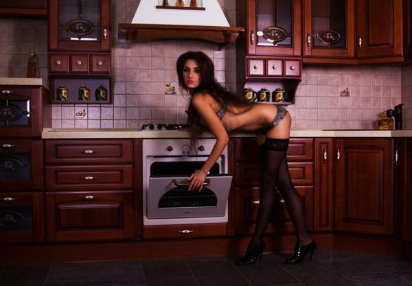 девушки на кухне фото